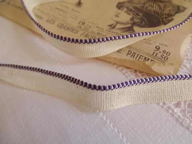 Joli passepoil anciennement pour la reliure des livres, violet et blanc 1930