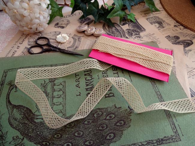 Coupon de fine dentelle d'entredeux en coton de couleur écrue (2,70m x 15mm)