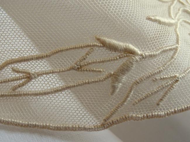 Elégant col du tulle rebrodé en soie de liserons Art Nouveau