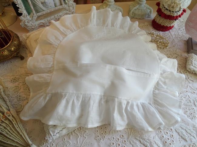 Adorable petite taie d'oreiller de bébé en batiste brodée à l'anglaise