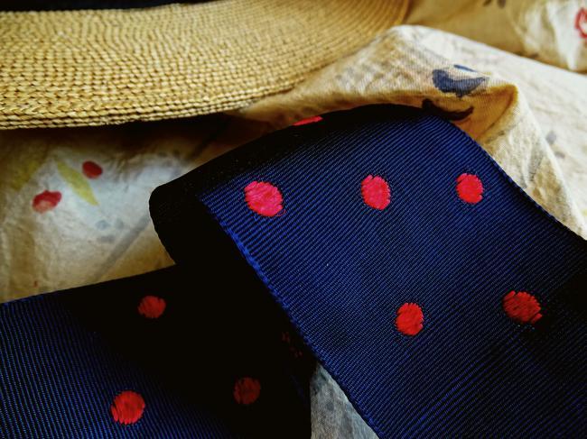 Superbe ruban gros-grain satiné à pois tissé, bleu marine/rouge 1925, larg: 50mm