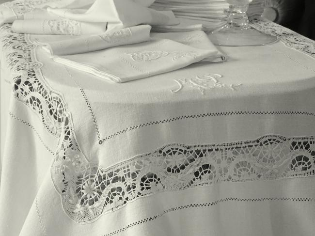 Somptueux service de table & 18 serviettes,large dentelle de Cluny,monogramme MP