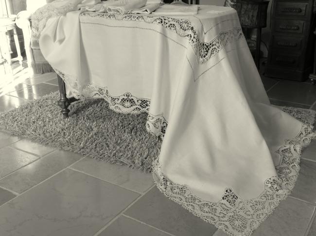 Somptueux service de table & 18 serviettes,large dentelle de Cluny,monogramme MP
