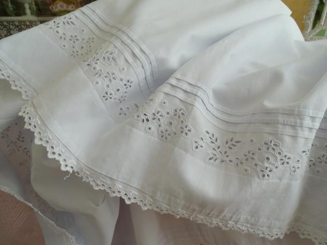 Joli jupon avec volants en broderie anglaise à la main & plis religieux