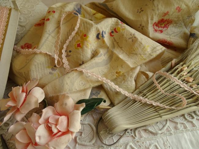 Ancien ruban croquet fantaisie en soie artificielle couleur rose pale 9mm