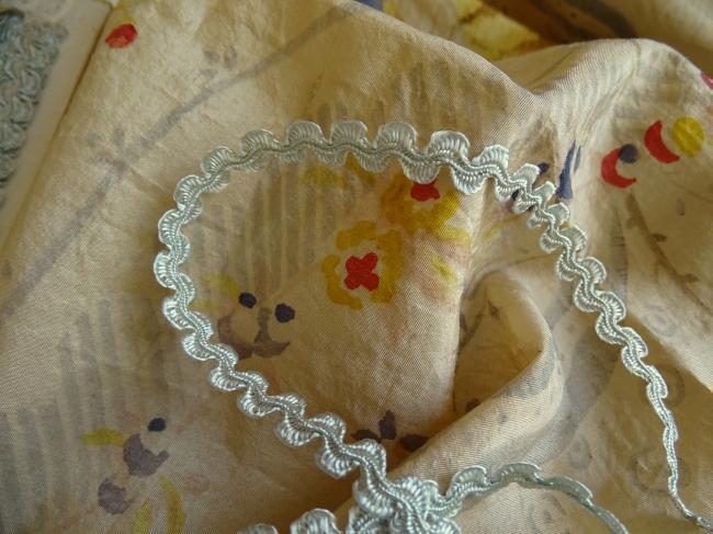Ancien ruban croquet fantaisie en soie artificielle couleur bleu pale 9mm