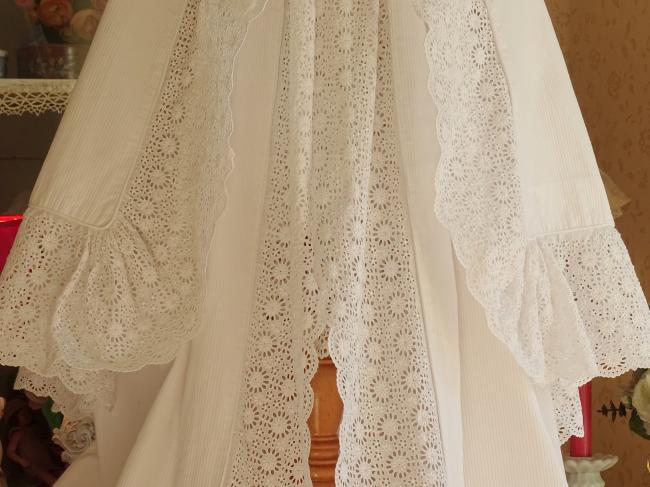 Robe de baptême avec capeline en piqué de coton & large dentelle faite main 1890