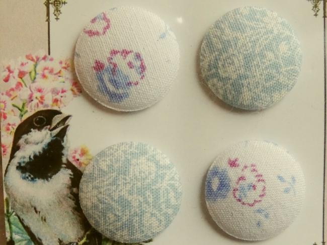 Carte de 4 boutons recouverts de tissus anciens, bleu gris et blanc cassé 24mm