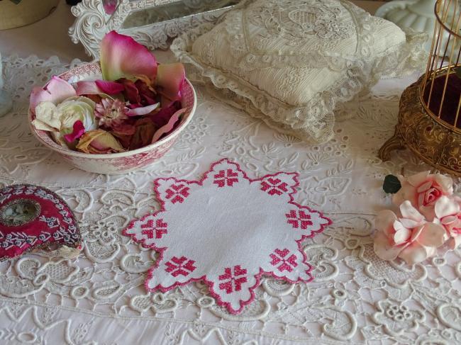 Adorable napperon en lin en étoile en broderie rouge au point de croix