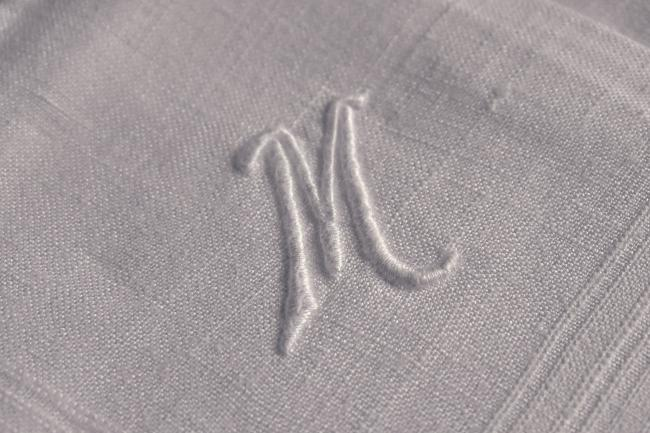 4 mouchoirs en pur coton avec grand monogramme M