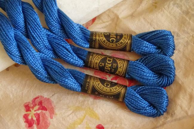 Echeveau coton perlé DMC, n°5 Bleu Gentiane (nuance n°825)