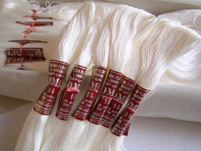2 Echeveaux Coton Floche à broder, DMC, blanc neige N°14 (stock ancien)