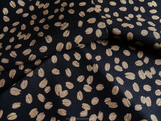 Coupon de coton à fond noir et motif grains de café