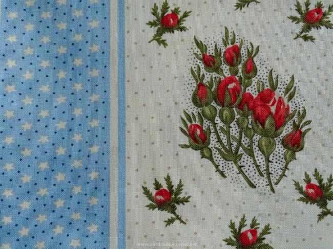 Coupon de coton à fond écru avec frises étoiles & boutons de roses