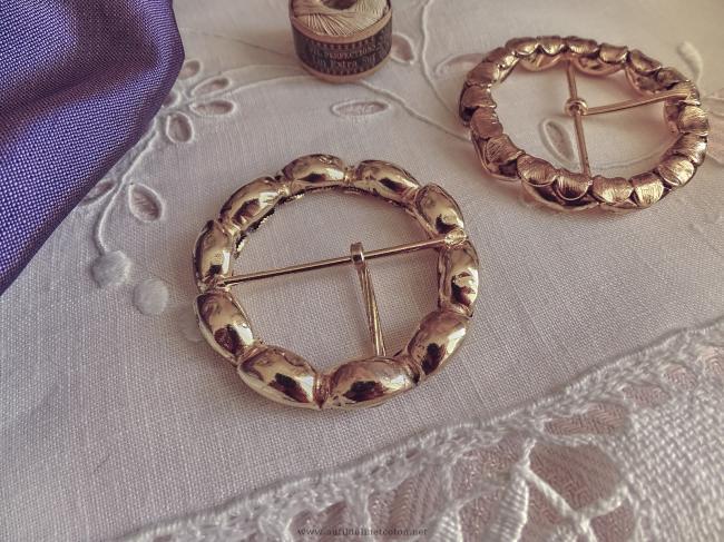 jolie boucle de ceinture ronde en métal doré vieilli en laiton Ø 5.4cm