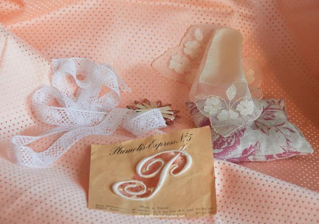 Ancien tissu coutil broché à corset à petits pois rose saumon 1940