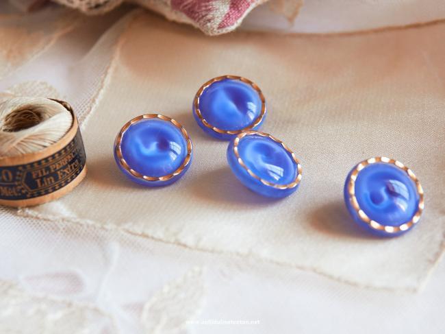 Magnifique bouton bombé en verre, bleu translucide et liseré d'or, 18mm