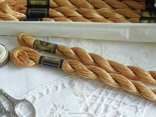 Echeveau coton perlé DMC, n°5 Brun Ours en Peluche (nuance n°436)