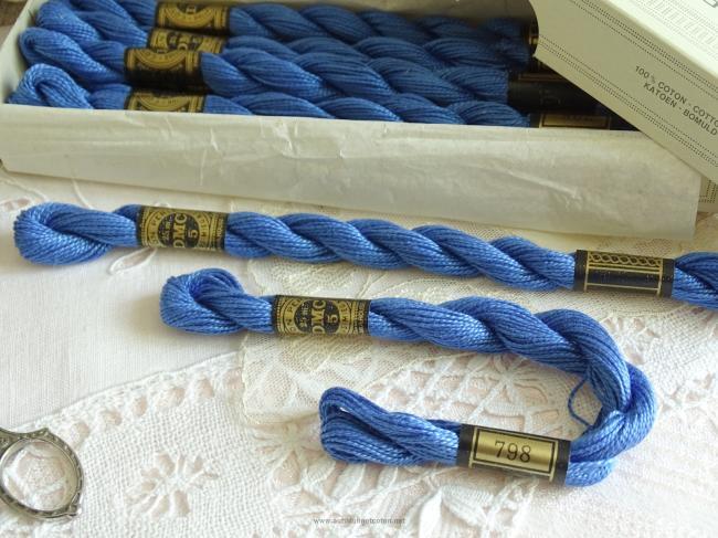 Echeveau coton perlé DMC, n°5 Bleu de Cobalt (nuance n°798)