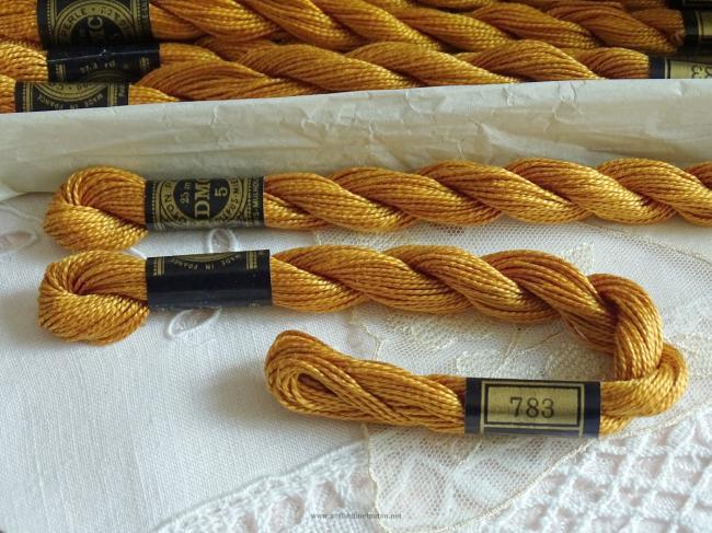 Echeveau coton perlé DMC, n°5 Vieil Or (nuance n°783)