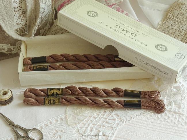 Echeveau coton perlé DMC, n°5 couleur Lièvre (nuance n°840)