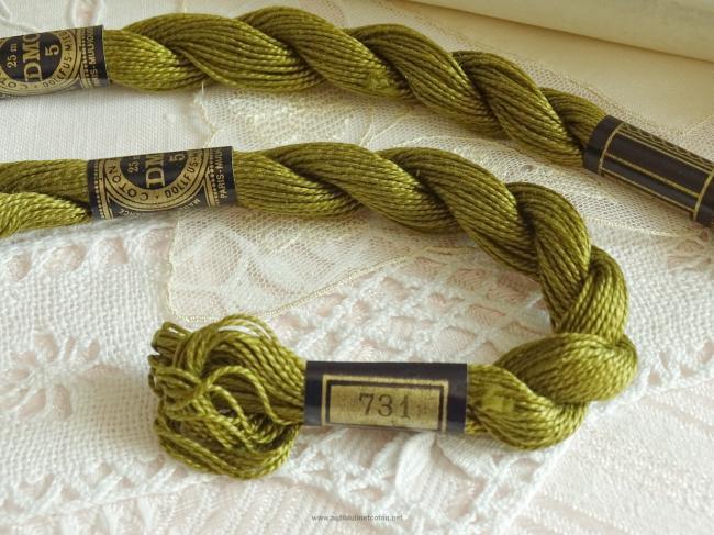 Echeveau coton perlé DMC, n°5 couleur Mordoré (nuance n°731)