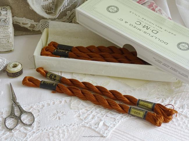 Echeveau coton perlé DMC, n°5 couleur Brun (nuance n°400)