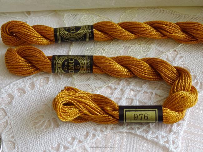 Echeveau coton perlé DMC, n°5 couleur Muscade (nuance n°976)