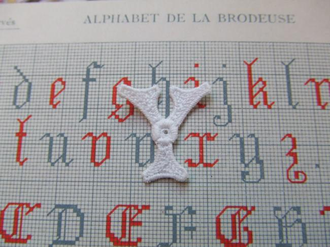Superbe petite initiale Y à intégrer à vos créations de couture 1900-20