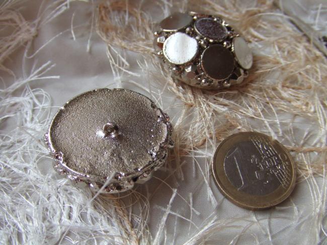 Grand Bouton de créateur en module motif de pastilles et  strass métallisé