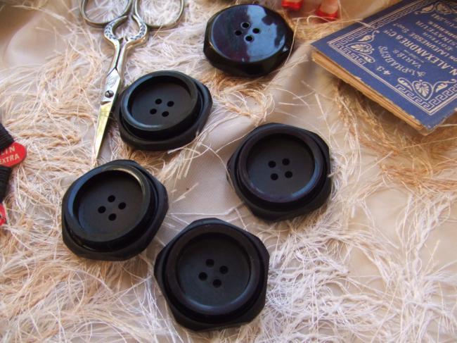 Gros boutons pentagonaux en plastique noir