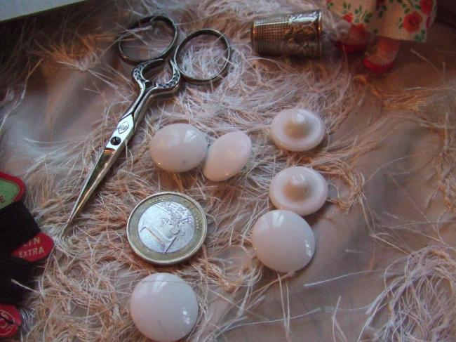Boutons en forme de champignon bombé en porcelaine blanche brilllant (taille 13)