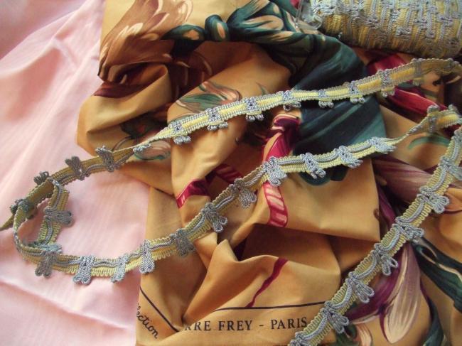 Romantique galon passementerie jaune avec giselle cordelette gris perle