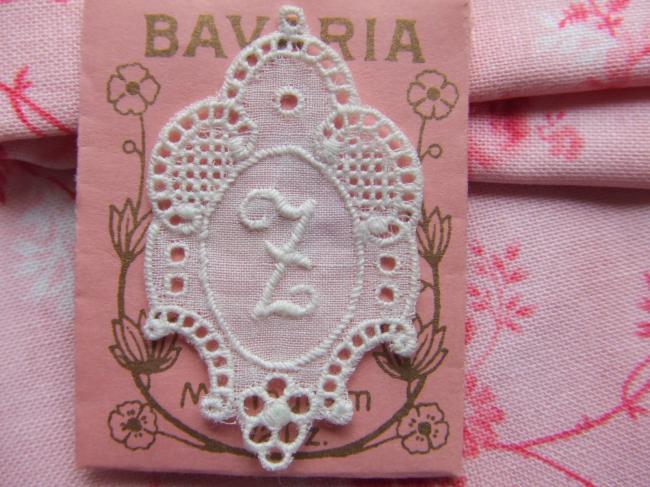 Splendide monogramme Z dans un cartouche ajouré en fine batiste 1900-20